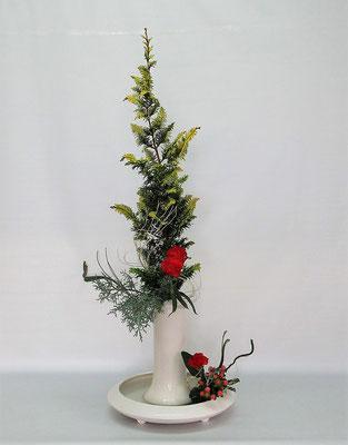2020.12.22 <檜葉(ヒバ) コニファー・ブルーアイス 石化エニシダ カーネーション 晒しほうき草 ヒペリカム> Chiakiさんの作品です。クリスマスの飾り花を豪華に。