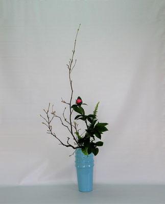 2019.4.30 <とちの木 芍薬 玉しだ> Atsukoさんの作品です。