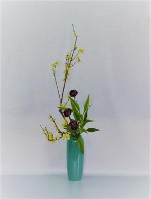<連翹 カーネーション ドラセナ・サンデリアーナ> Kazukoさんの作品です。