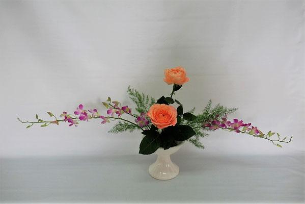 2020.6.30 <デンファレ 薔薇(バラ) アスパラ・ミリオグラタス> Chiakiさんの作品です。研究会のお稽古です。
