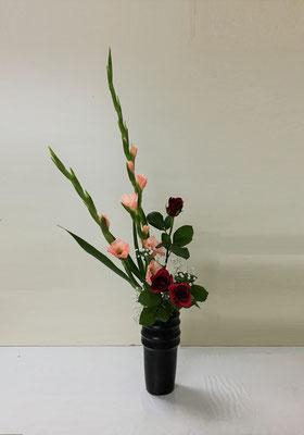 2019.6.26 <グラジオラス 薔薇(バラ) かすみ草> Atsukoさんの作品です。