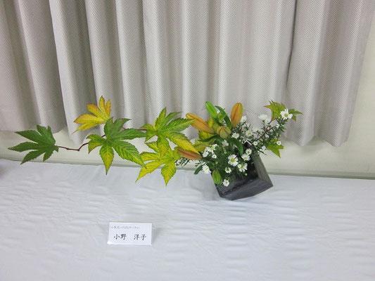 キイチゴの緑から黄色に変わる葉のグラデーション、黄葉(?)がとてもきれいです。