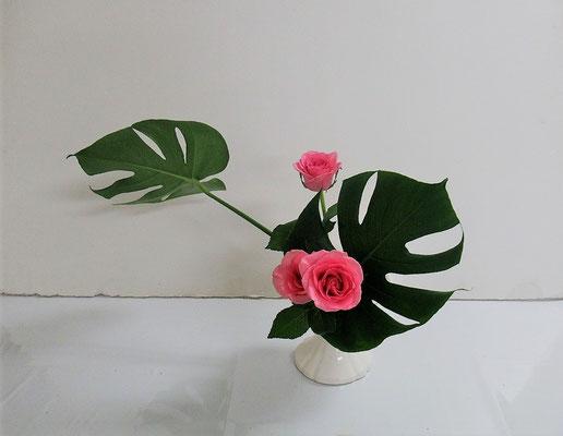 2020.7.29 <モンステラ 薔薇(バラ)> Katsurakoさんの作品です。研究会の課題をお稽古しました。