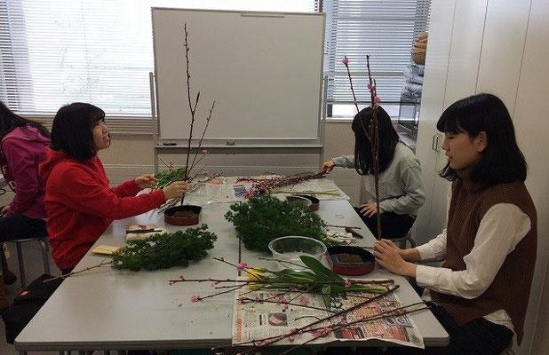 2016.2.27『桃の節句の飾り花』おひな様に添えるいけばな