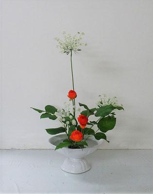 2021.4.14 <レースフラワー ラナンキュラス レモンリーフ> Rikaちゃんの作品です。寸法やお花の向きなども自分で考えて、自分らしさも表現できました。