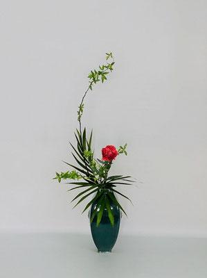 2/6<こでまり カーネーション アレカ椰子> Kumikoさんの作品です。