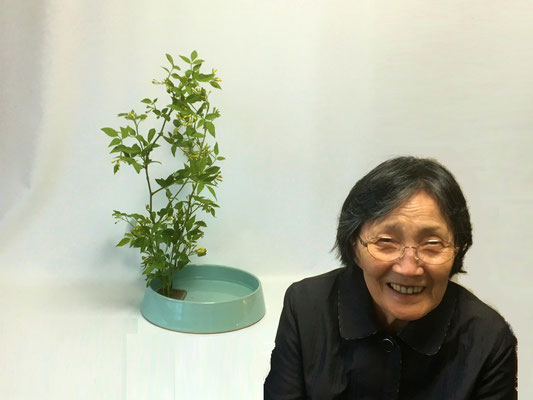 笑顔が弾けるYoshiさん。今日は素馨一種で。