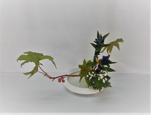 <唐胡麻 竜胆 小菊> Kazukoさんの作品です。