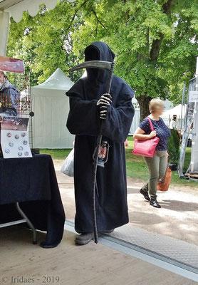 Imaginales 2019 - Quand la mort vient sur votre stand, vous ne savez si vous devez être flatté... ou vous inquiéter !   /   When death visits your stand, you're not sure if you should be flattered... or worried !