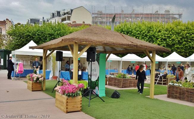 Puteaux - 5.2019 :   La sono qui diffusait la musique durant le salon.  /  The sound system that played music during the fair.