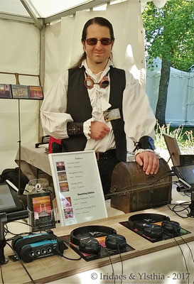 Imaginales 2017 - and here I am, running the Ylsthia stand as always / et me revoici comme toujours, tenant le stand Ylsthia