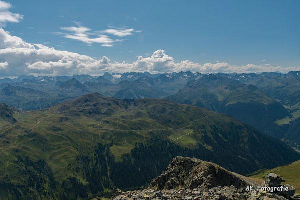 Am Gipfel des Valschavieler Maderer fotografiert
