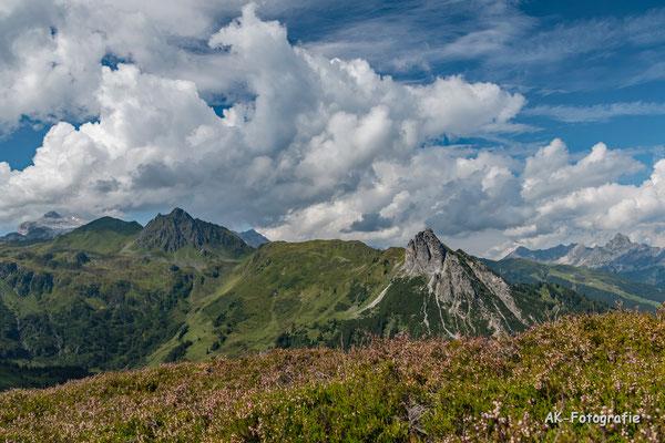 Blick Richtung Schwarzhorn und Mittagsspitze