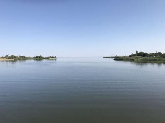 Die Flussauen der Wolga bilden schöne Seen