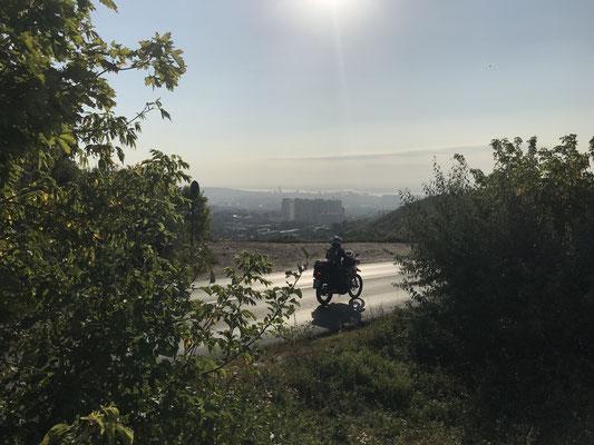 Saratow flimmert im Morgenlicht - und ganz weit weg die Wolga