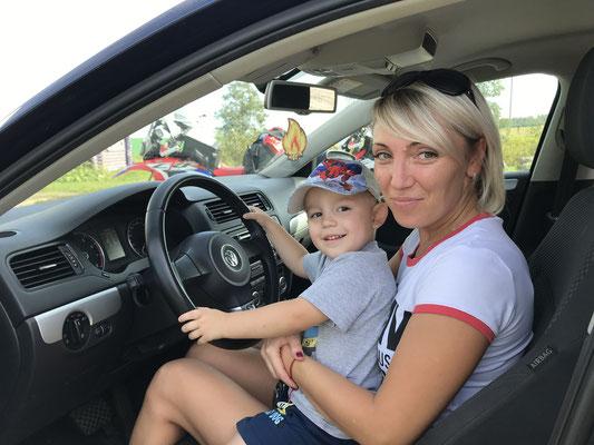 Der 2-Jährige darf fahren...