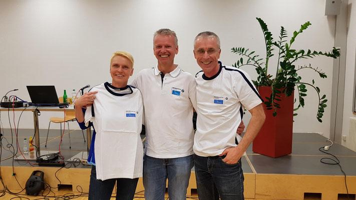 Aufgenommen im Club ;-) Danke, lieber Ronald, für die super Shirts! - Foto: Martin Scherrer