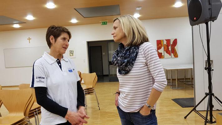 Rosie Hofer und Freundin Rosalinde. Merci, les dames! - Foto: Martin Scherrer