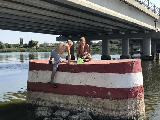 Rotzlöffel beim Bade in Dubovka