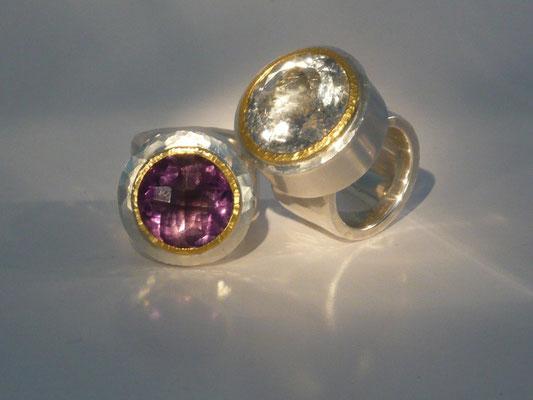 Ringe mit Amethyst und Quarz mit schwarzen Turmalinfäden (verkauft), Feingold, Silber © Vivien Reig-Atmer