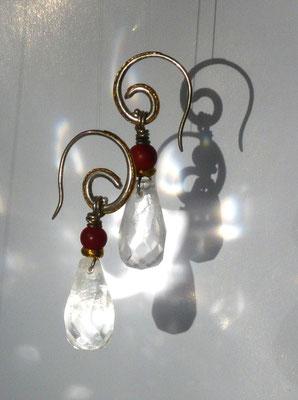 Ohrringe mit Bergkristall, Koralle, Feingold, Silber - verkauft © Vivien Reig-Atmer