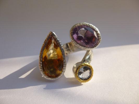 Ring mit Ctirin, Amethyst, Turmalin, Feingold, Silber © Vivien Reig-Atmer