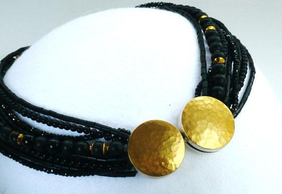 Kette mit Onyx, schwarzer Granat, Feingold, Silber - verkauft © Vivien Reig-Atmer