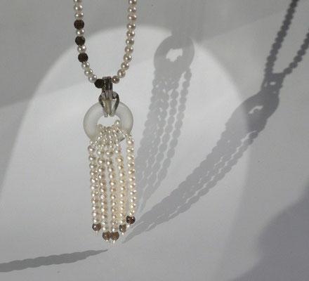 """Kette """"Trottel"""" mit Rauchquarz, Süßwasserperle, Bergkristall, Silber © Vivien Reig-Atmer"""