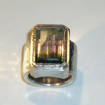 Ring mit einem Turmalin, Palladium, Silber © Vivien Reig-Atmer