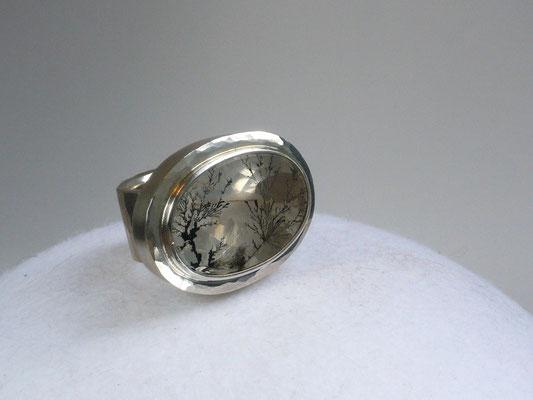 Ring mit einem Dendritenquarz, Silber - verkauft © Vivien Reig-Atmer