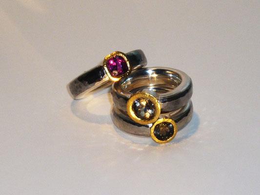 Ringe mit Rubin und zwei Turmalinen, Palladium, Feingold, Silber © Vivien Reig-Atmer