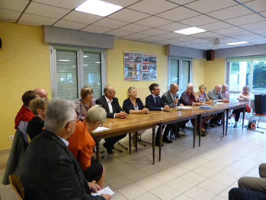 Claude Guéguen Préside l'AG, en présence du maire Ronan Loas ...