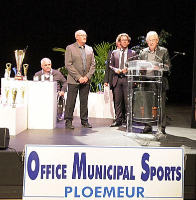 Roland VIGUERIE, nominé par le C.A des Mouettes crapahuteuses, dans la catégorie bénévole méritant et parrainé par Michel BACHELOT en l'absence du président Claude GUEGUEN