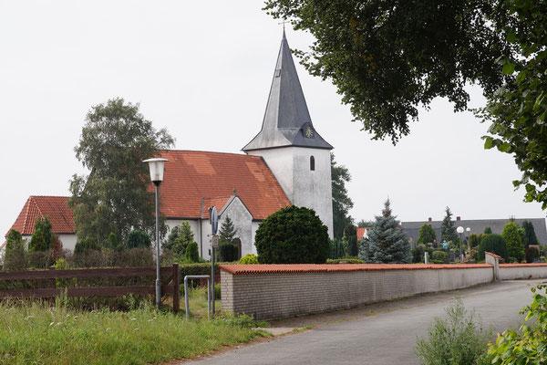 Die Marienkirche mit umgebender Mauer