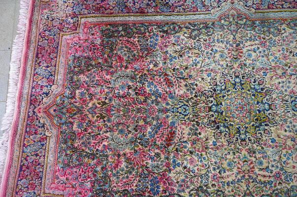 Lavaggio tappeti udine-colore di tappeto persian kirman macchiato con rosso- tabriz carpet Udine smacchia sbavatura colori