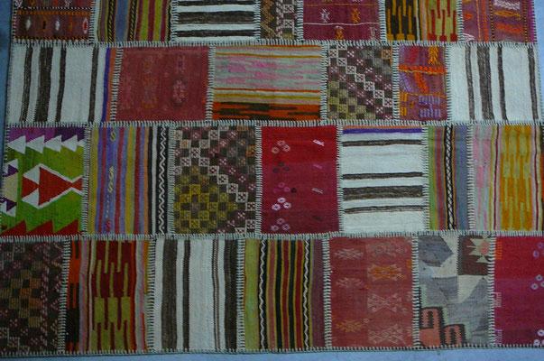 kilim patchwork udine- tappeti vintage udine,  realizzato con grande cura di armonia di colori e disegni con kilim vecchi e antichi interessanti e cucito tutto a mano