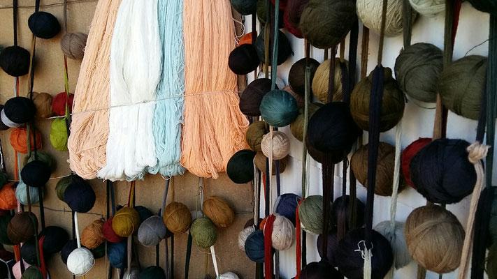 Laboratorio restauro tappeti con lana originali, fabrica di tappeti-lana e seta per tappeti persiani
