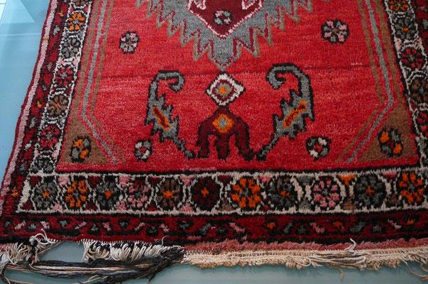 Restauro tappeto udine-rovinato frange di tappeto persiano prima da restauro- tappeti Udine