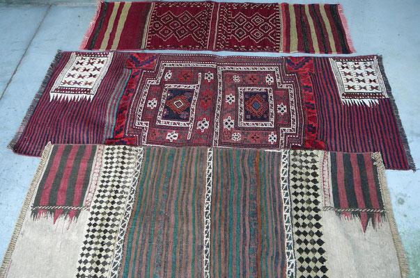 fase 5: ASCIUGATURA, lasciando il tappeto ad asciugare sotto il sole ci si assicura che la luce e il calore del sole aiutino i colori a brillare