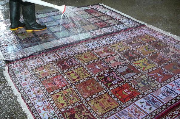 Lavaggio tappeto Udine, vero lavaggio tappeti-fase 1: FISSAGGIO DEI COLORI, per evitare una dispersione dei colori durante le fasi successive