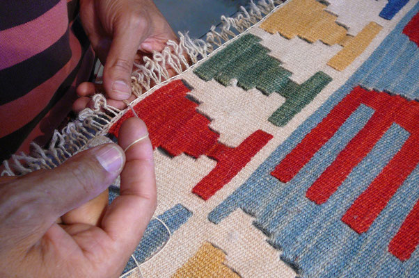 riparazione frangia kilim persiano udine, tappeti udine, frange kilim rovinato