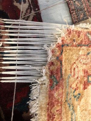 tappeti udine, angolo tappeto rovinato dal cane, restauro angolo tappeto udine