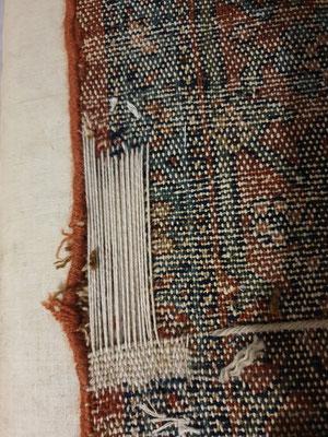 restauro tappeto antico Udine, tappeto messo su telaio per ricostruzione parte mancato