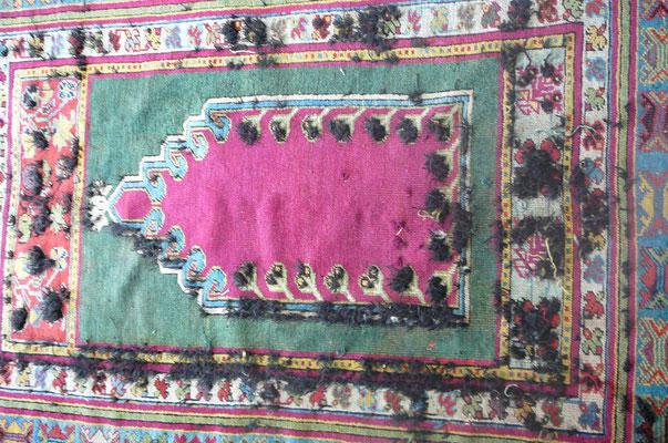 Restauro tappeto Trieste-rinnodato tappeto antico turco consumato con usura ancora da rasare- tabriz carpet