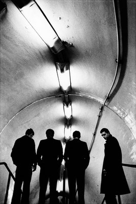 "Anton Corbijn: Joy Division, London, 1979. Foto: Anton Corbijn / PR / Bucerius Kunst Form. Ausstellung ""Anton Corbijn. The Living and the Dead """