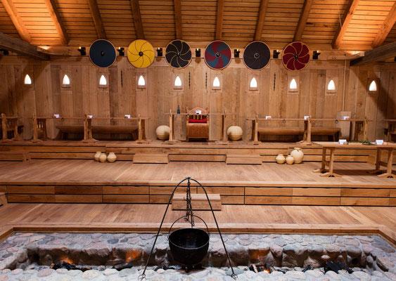 Königsthron in der Königshalle im Sagnlandet Lejre auf Seeland. Foto: PR/Ole Malling