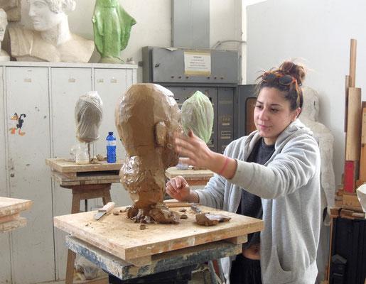 Studentin Ecoletta Sotiarou studiert an der Athens School of Fine Arts Bildhauerei. Foto: Christoph Schumann, 2020