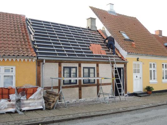 Wer jetzt kein Haus hat .... –Silvesterarbeiten in Sæby. Foto: C. Schumann, 2020