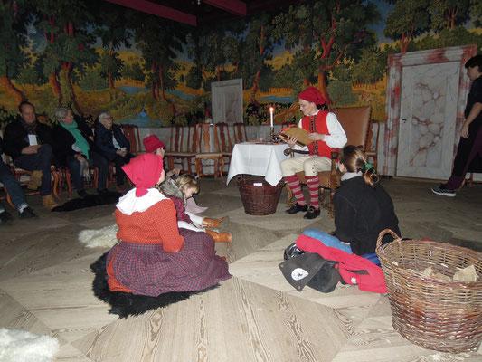 Nisser - die dänischen Weihnachtswichtel erzählen von einst im Museum Den Gamle By. Foto: C. Schumann, 2019