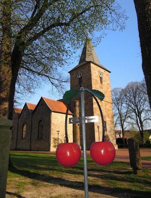 Ausgangspunkt der Kirsch-Wanderwege ist die Alte Kirche im Zentrum von Hagen a.T.W. Foto: C. Schumann